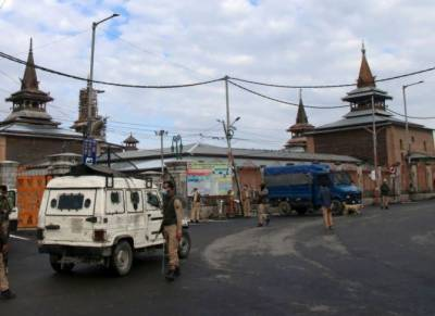 Indian troops impose strict curfew in IOK to prevent Muslims from Eid prayers