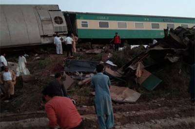 Death toll rises further in Ghotki trains crash