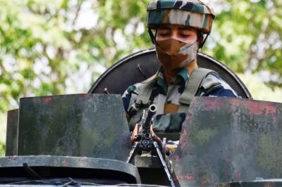 Indian Army deploys women soldiers on roads to frisk women and children