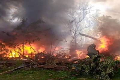 Military plane with 92 people on board crashed on landing