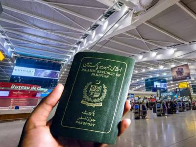 What is the ranking of Pakistani passport in 2021 as per Hanley Passport Index?